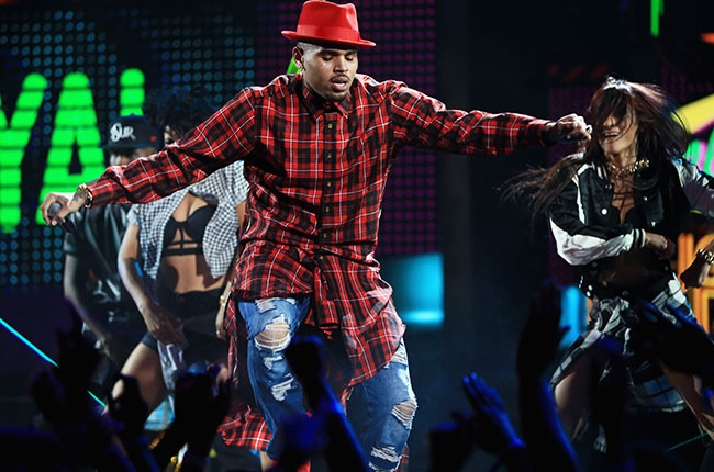 Chris Brown Surprises at 2014 BET Awards with 'Loyal'