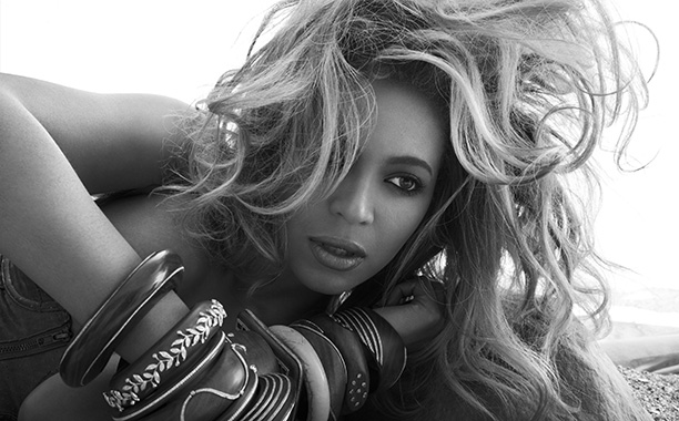 "Beyoncé to Receive the ""Michael Jackson Video Vanguard Award"" and Perform at 2014 MTV VMAs"